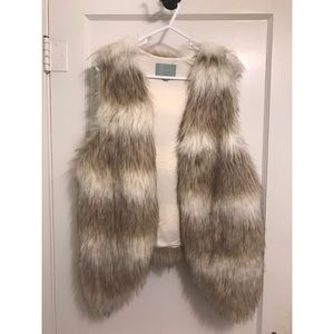 NWOT Faux Fur Vest (Brown/White)